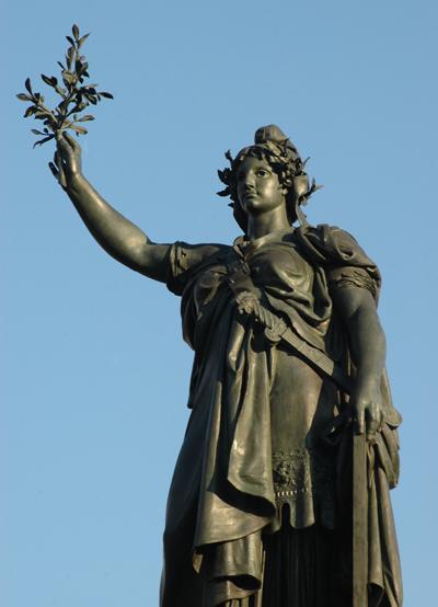 Une vie de statue (Paris, place de la République) Morice14