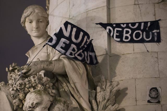 Une vie de statue (Paris, place de la République) Nuit-d10