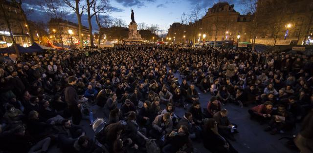 Une vie de statue (Paris, place de la République) Nuit-d11