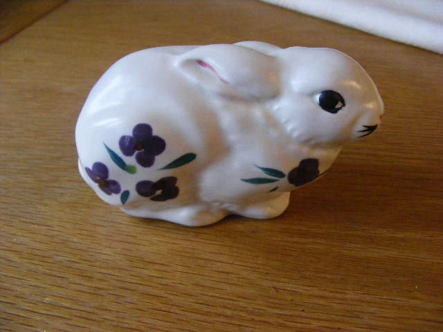 Poole Pottery white rabbit figure Dscf2113