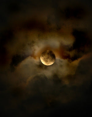 Hymne à la lune Moon_b10