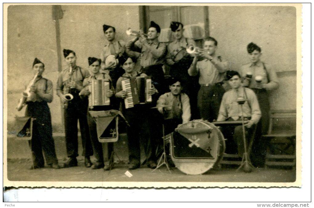 Un groupe de musiciens 320_0010