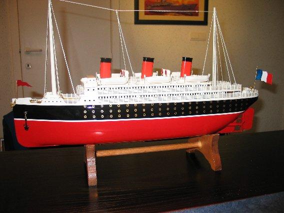 Collection de maquettes, vieux jouets et objets de marine 100_0010