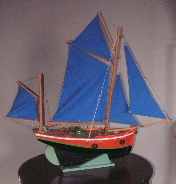 Collection de maquettes, vieux jouets et objets de marine Borda10