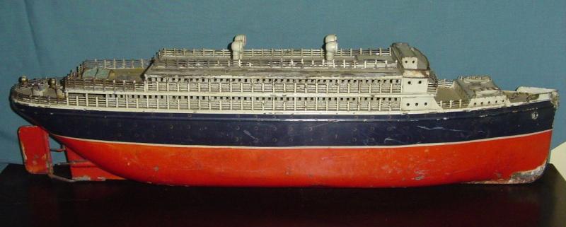 Collection de maquettes, vieux jouets et objets de marine Cnv00211