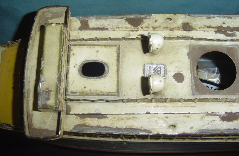 Collection de maquettes, vieux jouets et objets de marine Cnv00313