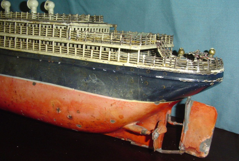 Collection de maquettes, vieux jouets et objets de marine Cnv00411