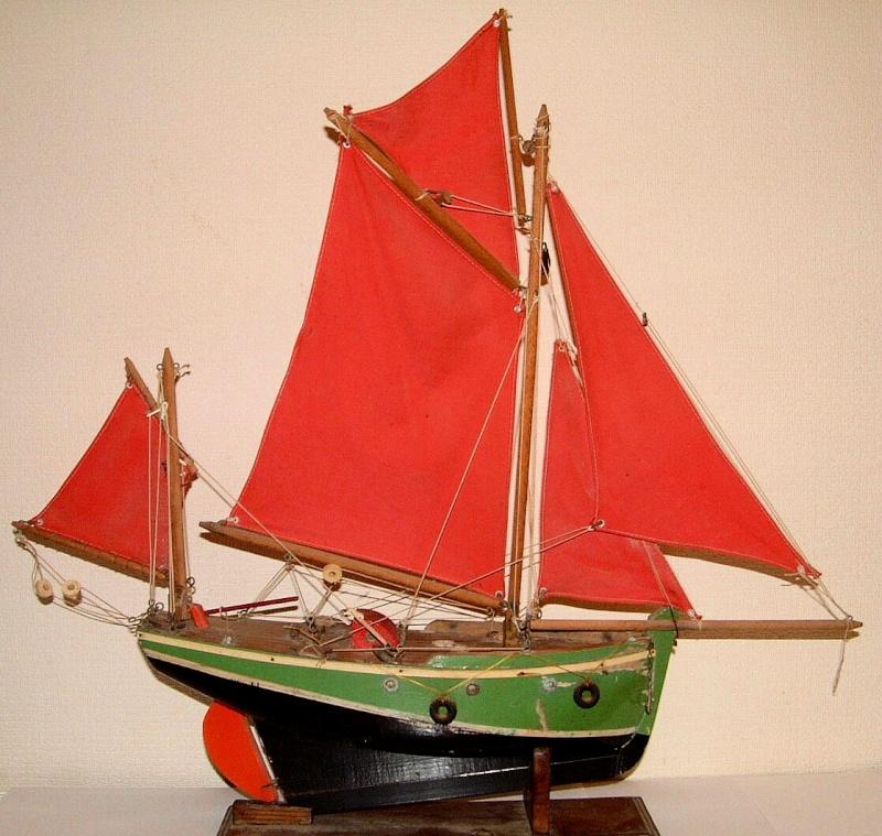 Collection de maquettes, vieux jouets et objets de marine Dscf3711