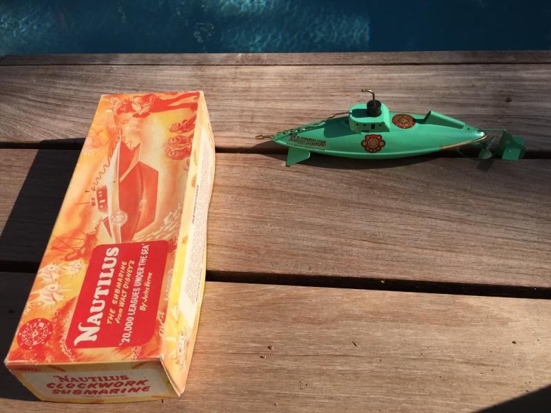 Collection de maquettes, vieux jouets et objets de marine Img_7112