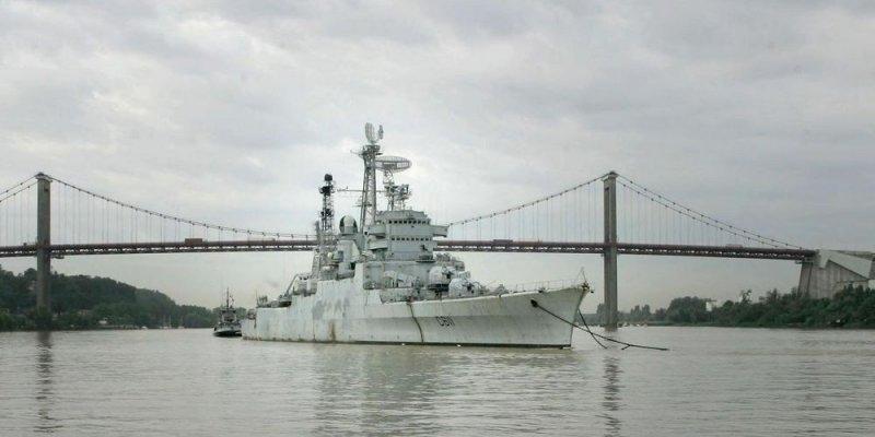 le croiseur COLBERT Le-bat10