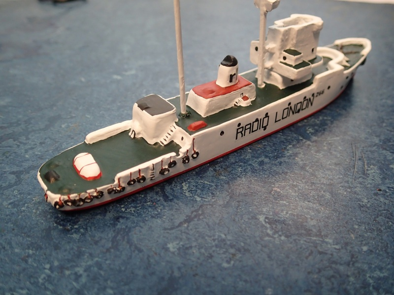 Collection de maquettes, vieux jouets et objets de marine P3170010