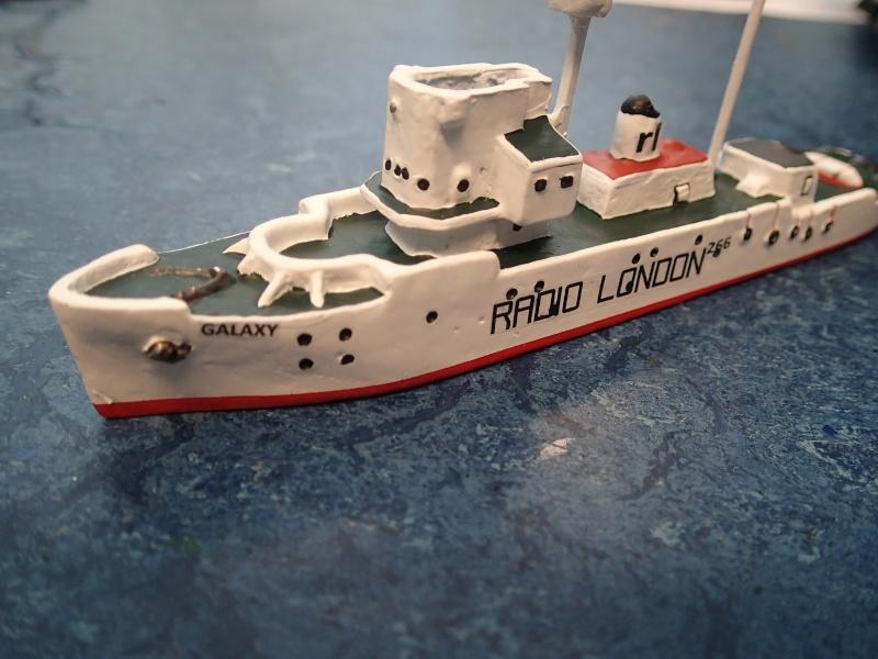 Collection de maquettes, vieux jouets et objets de marine P3170011