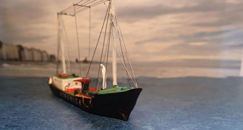 Collection de maquettes, vieux jouets et objets de marine - Page 2 P3230014