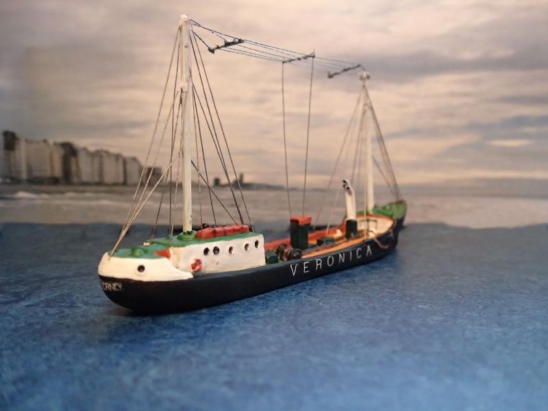 Collection de maquettes, vieux jouets et objets de marine - Page 2 P3230015