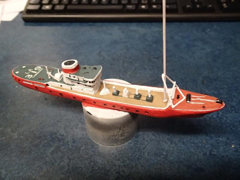 Collection de maquettes, vieux jouets et objets de marine - Page 2 P3300011