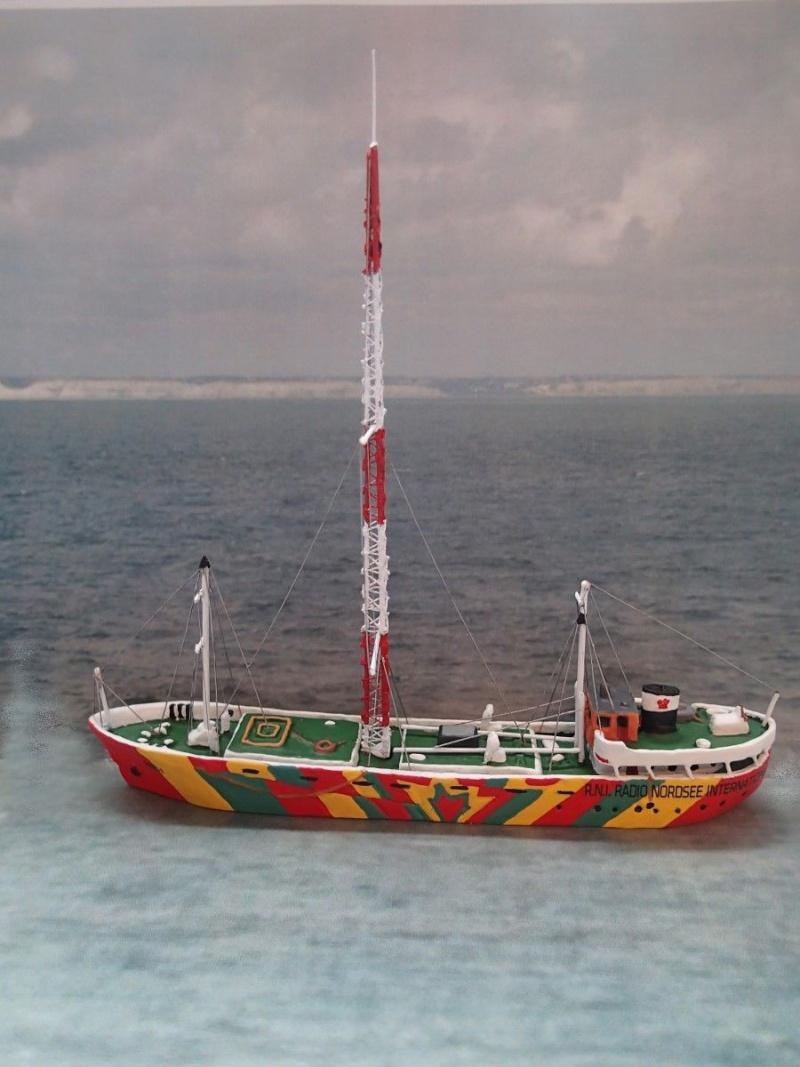 Collection de maquettes, vieux jouets et objets de marine P4020010