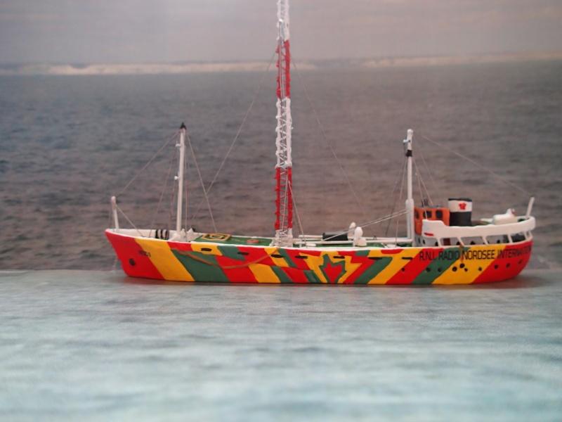 Collection de maquettes, vieux jouets et objets de marine P4020012
