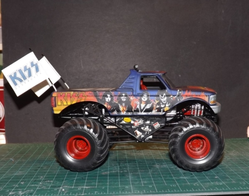 Ford Monster Truck (KISS) 1/25 AMT  Dscf1211