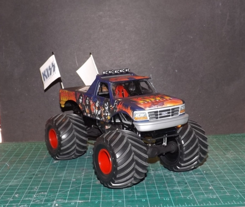 Ford Monster Truck (KISS) 1/25 AMT  Dscf1212