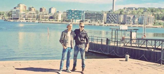 Nicky con el representante de Suecia paseando en bote 13139310