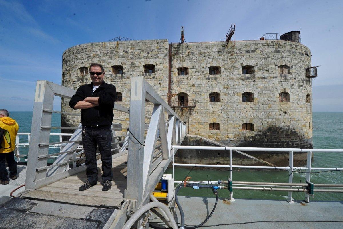 Travaux 2016 au Fort Boyard : Création d'un 2e accès depuis la plate-forme - Page 3 En-qui10