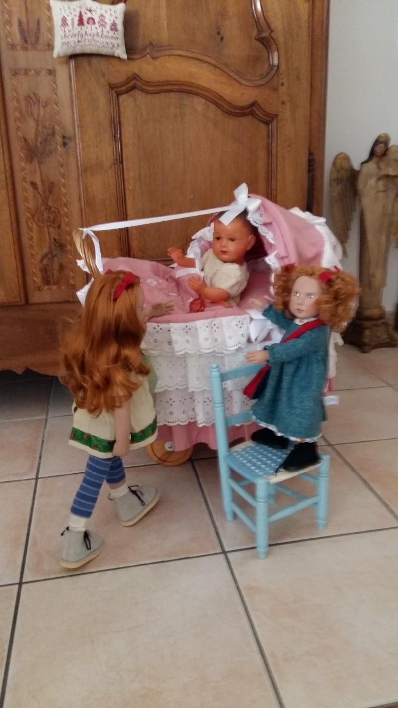 MARIE-CHARLOTTE et ANNE-SOPHIE  découvre arrivée chez elles Zwergn10