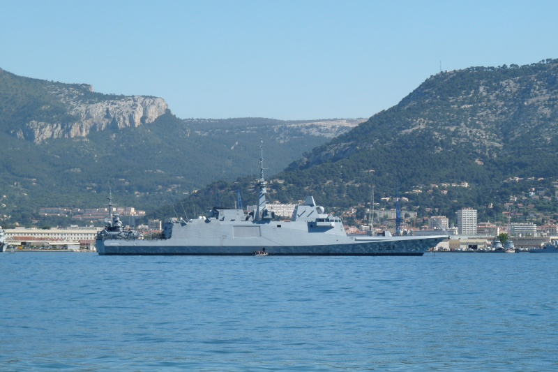 [Les Ports Militaires de Métropole] Visite de la rade de Toulon - Page 7 P1040711