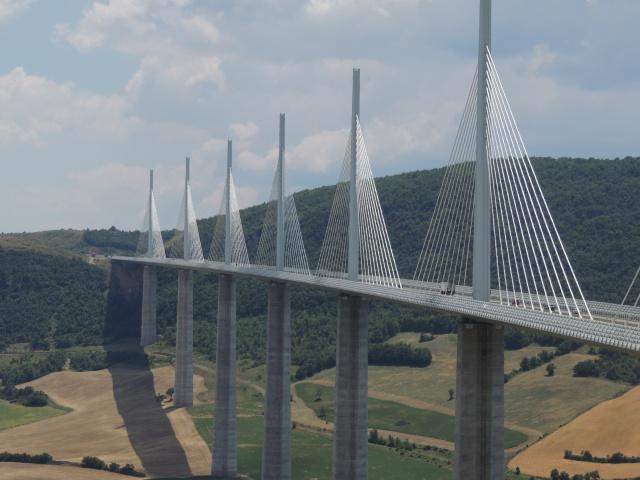 Le pont, incontournable du paysage routier Dscn7811