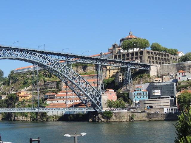 Le pont, incontournable du paysage routier Dscn8111