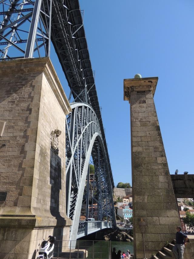 Le pont, incontournable du paysage routier Dscn8114
