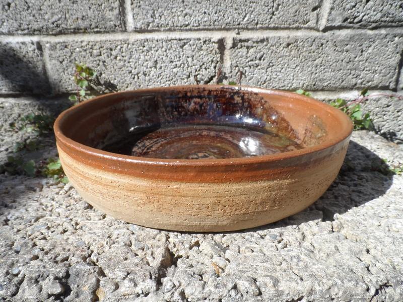 Tenmoku glazed bowl - signature on the back Sam_6416