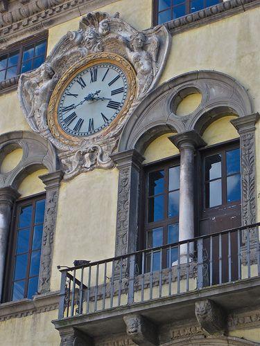 Reçu un beau diapo....Les horloges et pendules des rues..... - Page 25 3cc6e310