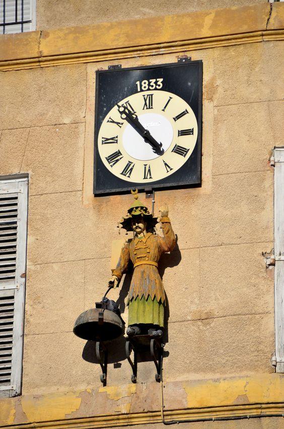 Reçu un beau diapo....Les horloges et pendules des rues..... - Page 25 68dd0f10