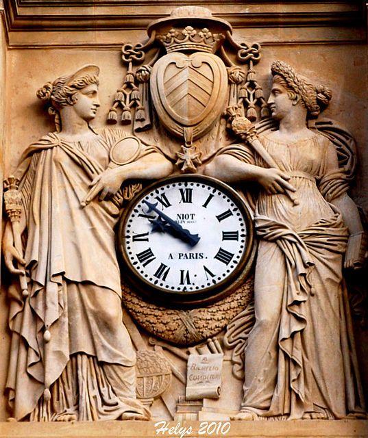 Reçu un beau diapo....Les horloges et pendules des rues..... - Page 23 86b1d210