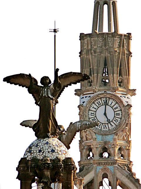 Reçu un beau diapo....Les horloges et pendules des rues..... - Page 23 Barcel11