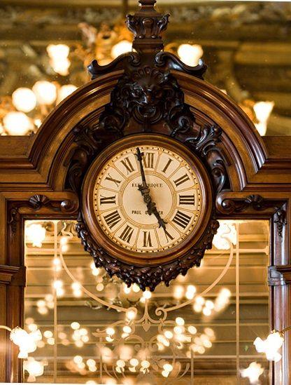 Reçu un beau diapo....Les horloges et pendules des rues..... - Page 24 Cc662310
