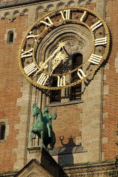 Reçu un beau diapo....Les horloges et pendules des rues..... - Page 24 Cf69cc10