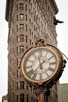 Reçu un beau diapo....Les horloges et pendules des rues..... - Page 23 Efe23310