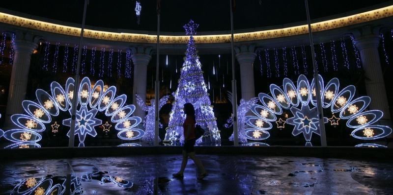 Les illuminations de Noël pour les fêtes 2.015   2.016 ! - Page 7 Lights14