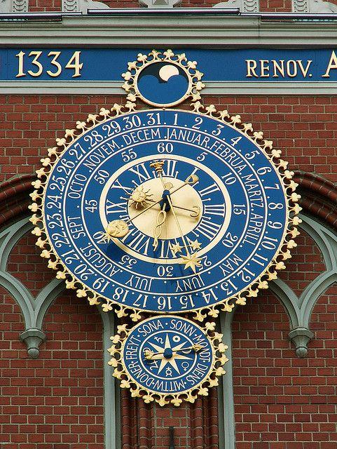 Reçu un beau diapo....Les horloges et pendules des rues..... - Page 25 Riga_c10