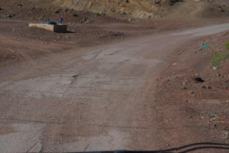 [ Le carburant, les routes, la police... au ] La R703 de Tinerhir a Agoudal et El kSiba camping-car? Dsc_9610