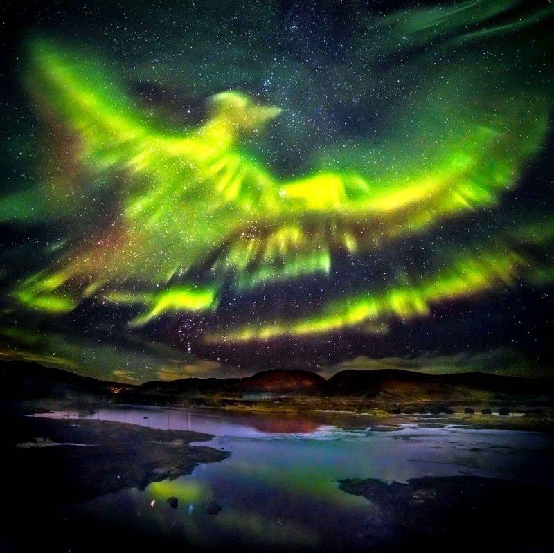 SONDAGE : « Que voyez-vous dans le ciel islandais ? Le Phénix ou l'Esprit Saint ? » - Page 3 Sans-t10
