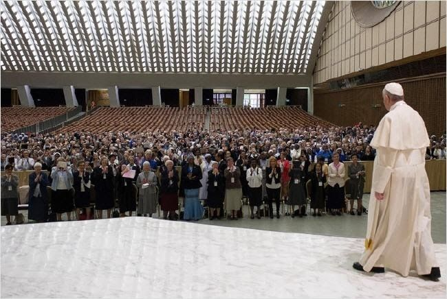 Le pape pour le diaconat féminin ? Sans-t18