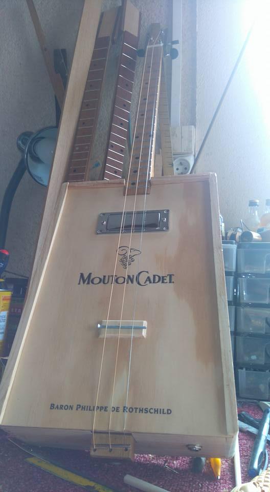 """Caisse de vin """"Win box guitar """" 12439210"""