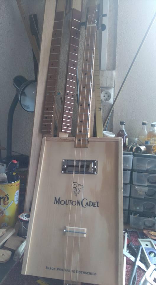 """Caisse de vin """"Win box guitar """" 12809610"""