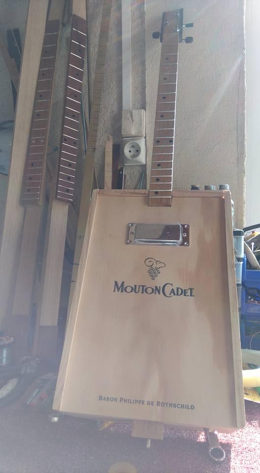 """Caisse de vin """"Win box guitar """" 19241010"""