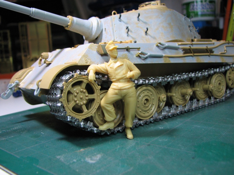 "King Tiger Tamiya + chenilles Friul + photodécoupe Eduard + figurine Royal Model - 1/35 "" debut de montage 24.03.2016"" - Page 3 Img_5019"