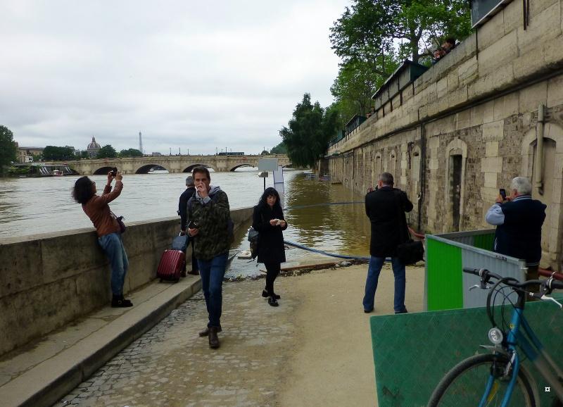 Paris en couleurs , Paris en noir et blanc ! - Page 4 Inonda19