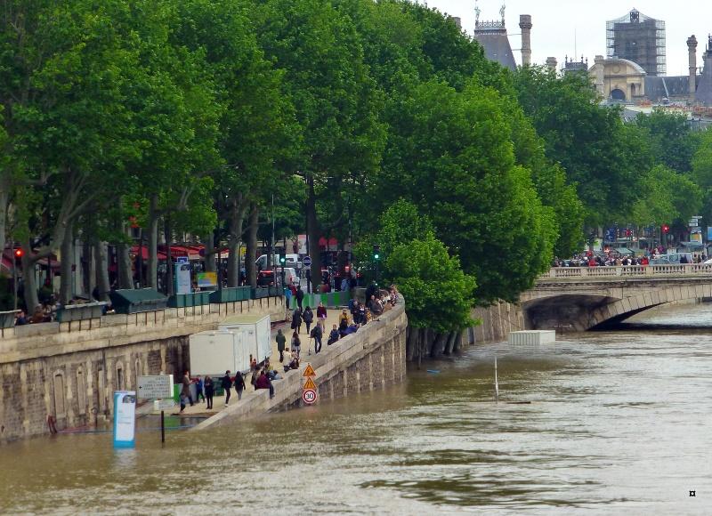 Paris en couleurs , Paris en noir et blanc ! - Page 4 Inonda23