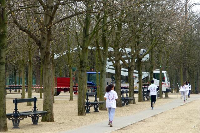 Choses vues dans le jardin du Luxembourg, à Paris - Page 4 Sporte12